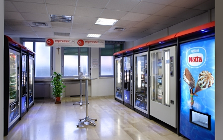 Al piano terra dell' Ospedale è aperto un punto di ristoro con distributori automatici di bevande calde, fredde e snack
